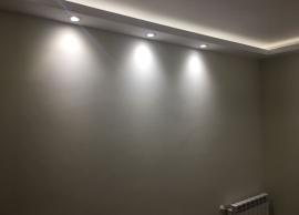 Desarrollo de candileja de escayola con focos de LED en parte inferior para iluminación directa y tira de LED continua en parte interior para iluminación indirecta